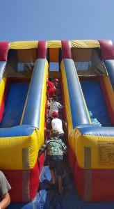 Kids climbing the slide. Photo by Katherine Palacios